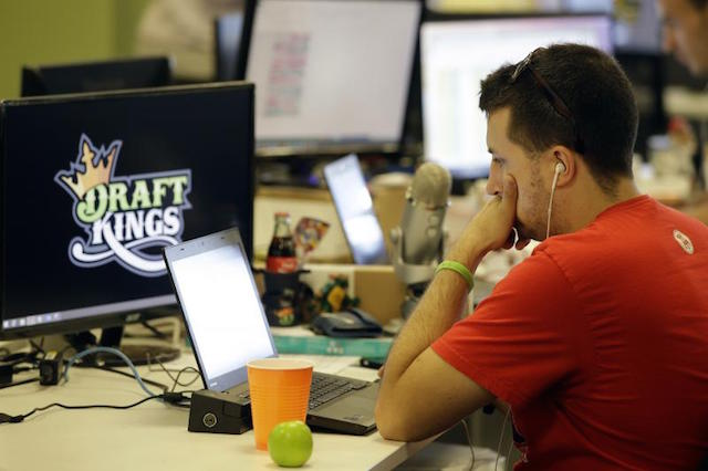DFS Giant DraftKings Entertaining Idea of Becoming a Sportsbook If Sports Betting Legalized in U.S.: What's Up With That?