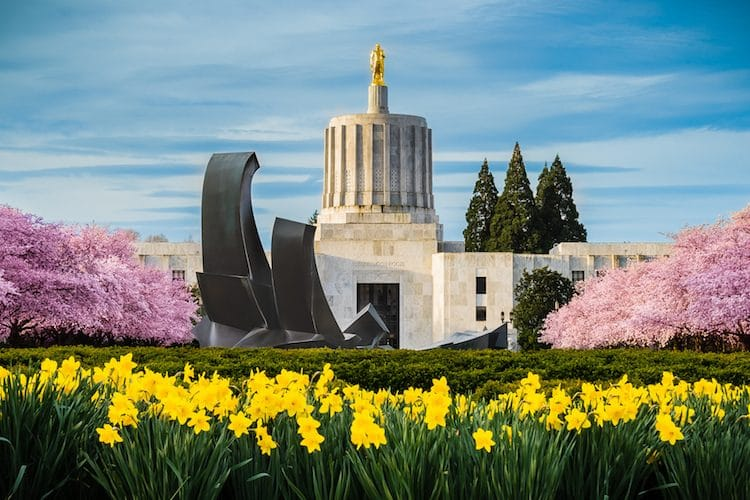 Oregon State Capitol Building (Shutterstock)