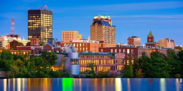 Manchester, New Hampshire, USA Skyline on the Merrimack River (Shutterstock)
