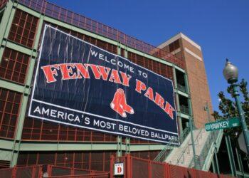Facade-Fenway-Park-Boston