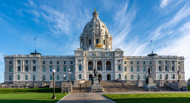 Front-View-Minnesota-State-House