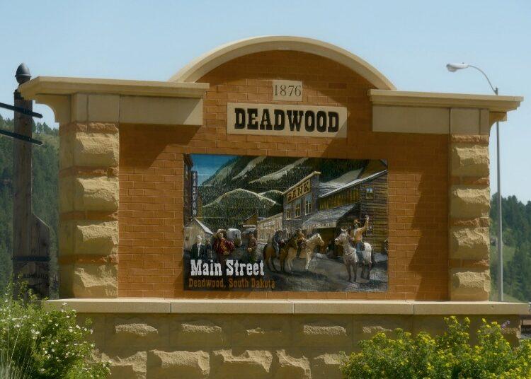 Main-Street-Deadwood-Welcome-Sign