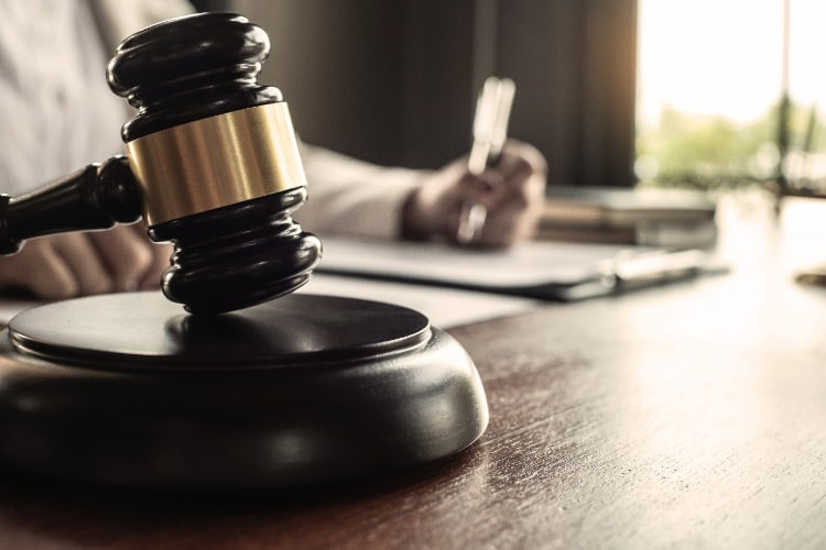 Judges-Gavel-Striking