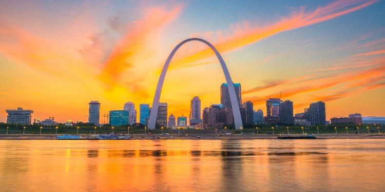 Saint-Louis-Riverfront-Arch