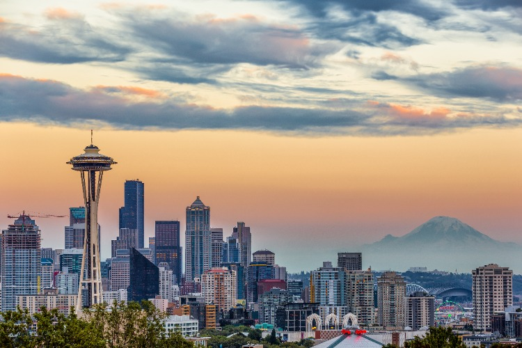 Seattle-Space-Needle-Mount-Rainier