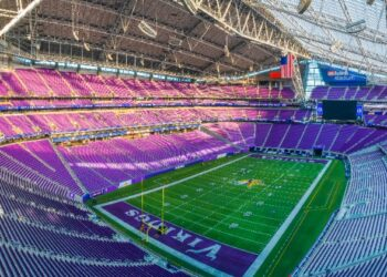 Interior-Vikings-Stadium-Field